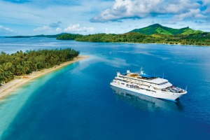 Blue Lagoon Cruises offers various iteneraries through the Mamanuca and Yasawa Island groups.