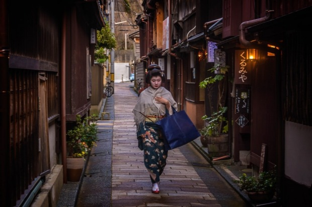During a trip to Japan in April this year, we spent a few days in Kanazawa. This lovely town has the Higashi Chaya ...