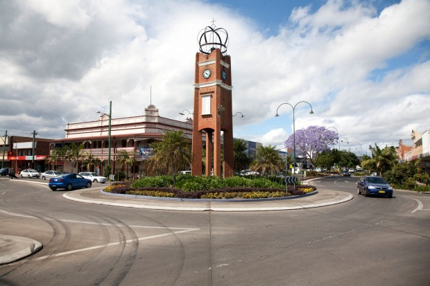 Roundabout on Prince Street, Summerland Way, Grafton, NSW.