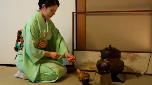 Michiko Yano, with grace and a splash of strictness, hosts tea ceremonies four times a day in the hotel.