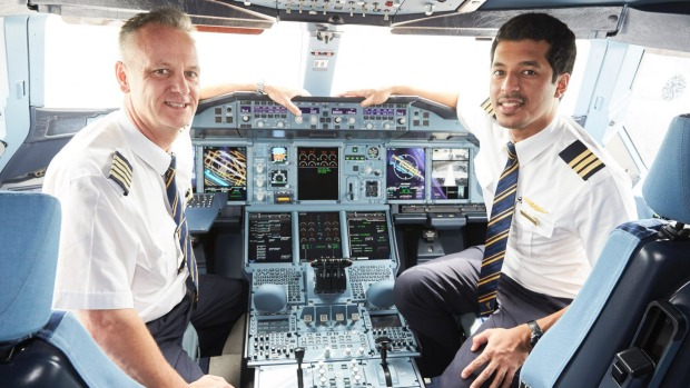 Emirates is looking to add 700 new pilots.