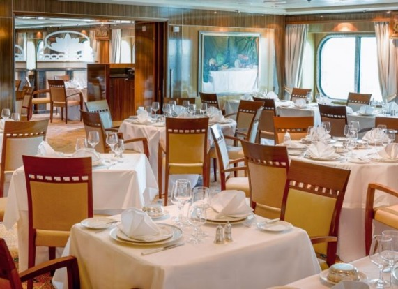Queen mary 2 queen elizabeth cruise ships meet in sydney for P o britannia dining rooms