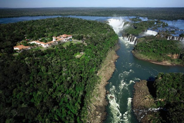 Hotel das Cataratas is the only Brazilian hotel near Iguacu Fallas.