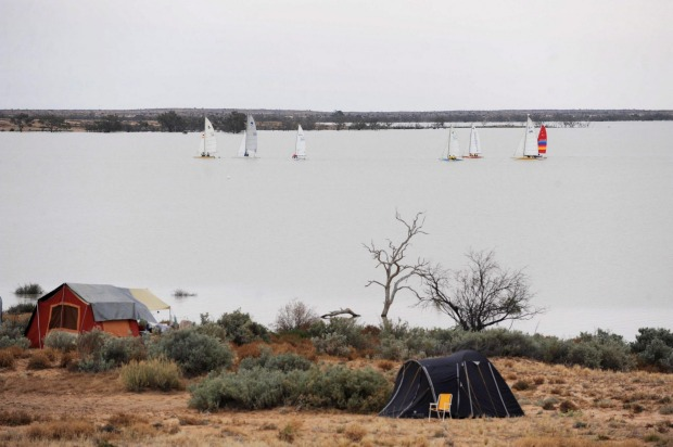 LAKE EYRE YACHT CLUB: Sailing craft including catamarans, trailer sailers and small sail boats take to Lake ...