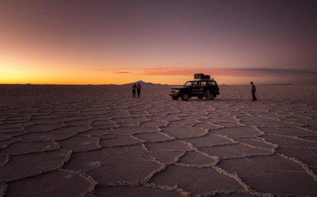 After 10 hours of bumpy ride from la Paz to Uyuni, we were greeted with this amazing sunset, such extraordinary beauty!