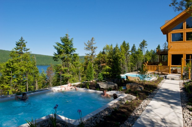 HOTEL SACACOMIE: What bliss to soak in a bubbling outdoor tub after a hard day's bear-watching and beaver-spotting. ...