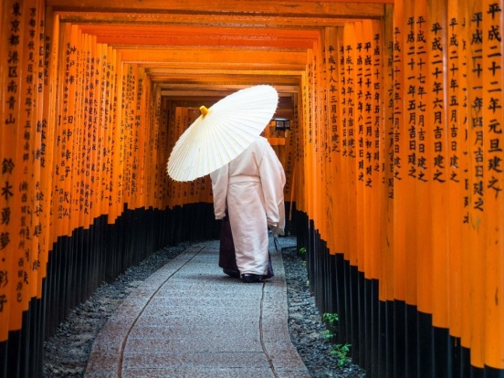 We visited Kyoto's famous Fushimi Inari Taisha shrine in the early morning before hordes of tourists and school trips ...