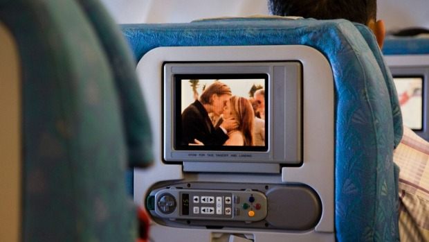 A man has sought $100 after his in-flight entertainment system didn't work.
