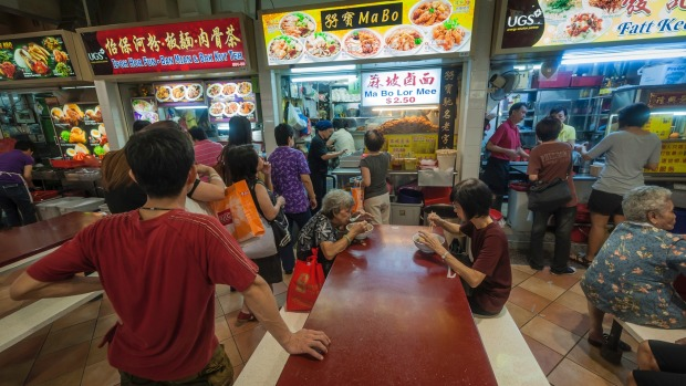 Two Singapore Street Food Stalls Awarded With Michelin Stars