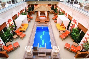 A private courtyard on Norwegian Jewel.