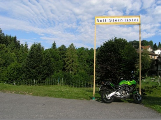 Plenty of parking available at Null Stern.