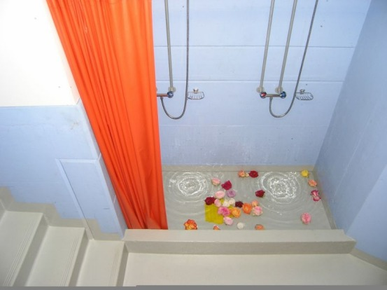 The shower at the first Null Stern.