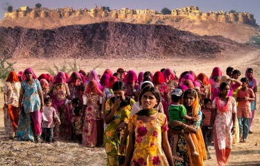 I came across this group of colourfully dressed Rajasthani women just on the outskirts of Jaisalmer Fort in Rajastan ...