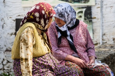 Cirence is a stunning place, located in Turkey but with a very distinct Greek style. Who knows what these old ladies ...