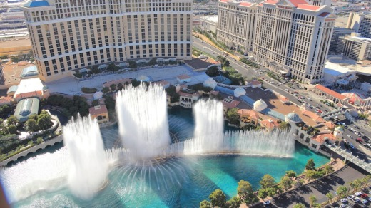 The dancing fountains show at the Bellagio offers free entertainment.
