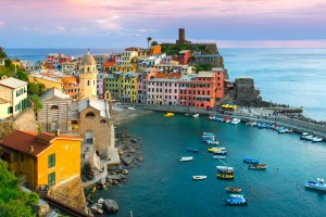 Beautiful view of Vernazza, Cinque Terre. tra4-cover