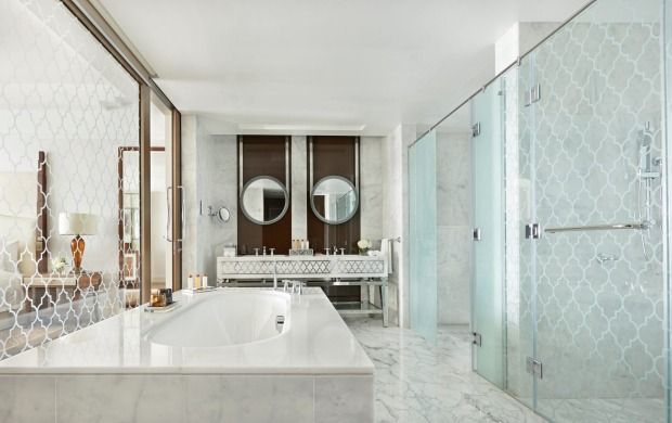 Another luxurious bathroom.