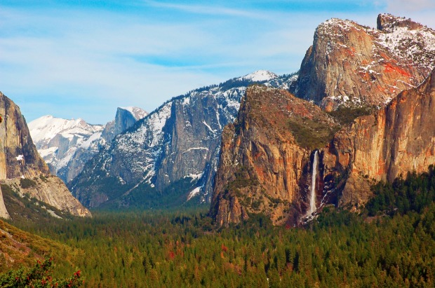 Yosemite Valley from Tunnel View, Yosemite National Park, California.