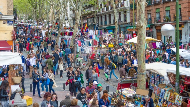 El rastro flea market madrid hunting for spanish treasure - Cascorro madrid rastro ...