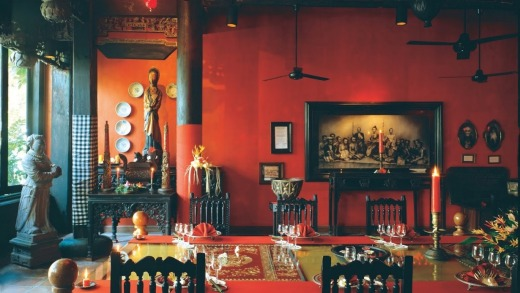 The Chinese-influenced decor.
