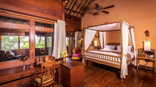Tugu Hotel features four-poster beds.