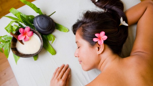 Lomi lomi massage: Herbs are gathered for remedies.