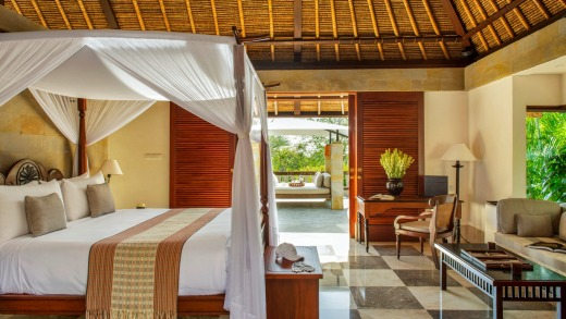 A villa bedroom with four-poster bed at Amanusa.