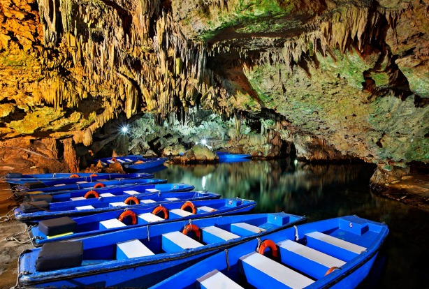 Boat ride in Diros caves-lakes, a great way to discover the beauty of the underworld.
