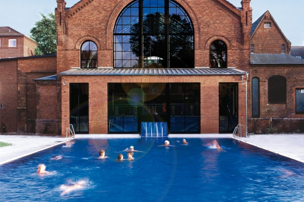 External pool at Kaifu-Bad, Hamburg.