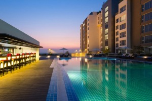 The Yangon Max has a fitness centre, spa, tennis courts and an outdoor pool, deck and bar.