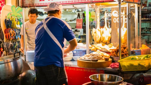 A chef at work making Hainanese chicken rice.