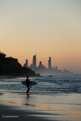 Spending a week down the Gold Coast, as a part of a well deserved school holiday, the golden hour is always hard to pass ...