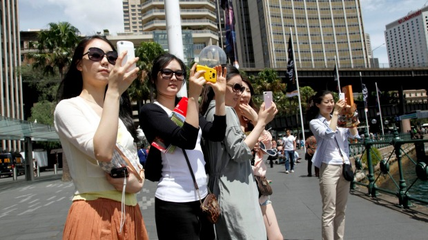 "Chinese tourists snap pics in Sydney: 2017 will officially be the ""China-Australia Year of Tourism""."