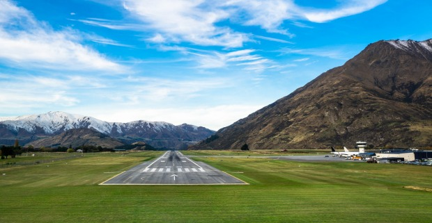 <b>Ten scariest destinations for plane landings and take-offs</b><p>QUEENSTOWN, NEW ZEALAND. On the edge of Lake ...