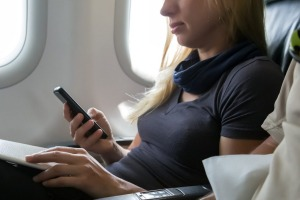 Australia's two major airlines are competing to offer Wi-Fi to passengers.