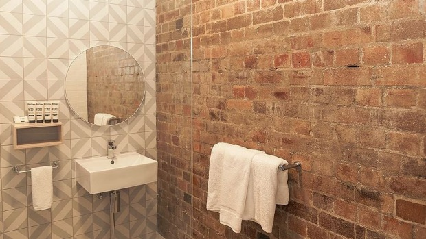 Astrology hotel: The Ultimo Hotel king room bathroom.