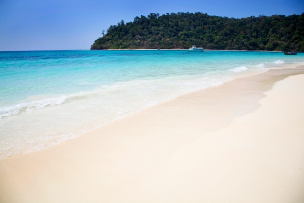 Turquoise waters and white sands on the beaches of Ko Rok.
