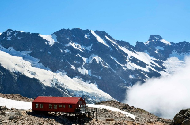Million-dollar views at pauper prices. Mueller Hut in Aoraki National park, New Zealand.