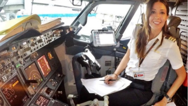 Female Pilot Eser Aksan Erdogan S Glamorous Life Has Become An Instagram Hit