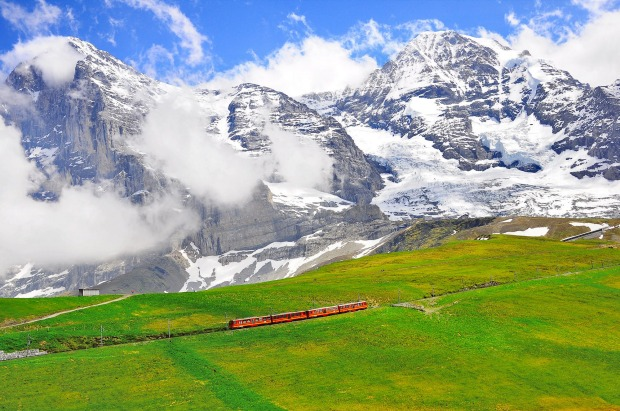 Cogwheel train from Jungfraujoch station moves to Kleine Scheidegg.
