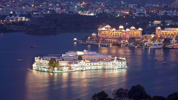 Udaipur's Lake Pichola and Taj Lake Palace Hotel at twilight.