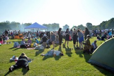 E31PGM Festival goers enjoying the sunshine at the Africa Oye music festival in Sefton Park,Liverpool.Africa Oye is the ...