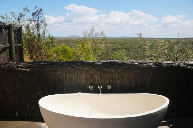 Bath with a view at Berkeley River Lodge.