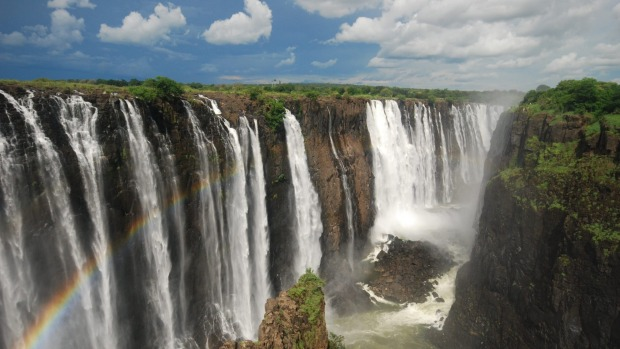 Victoria Falls, or Mosi-oa-Tunya (the Smoke that Thunders), on the Zambezi River between Zambia and Zimbabwe.