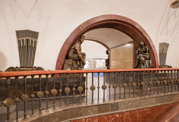 Ploshchad Revolyutsii is one of the most famous stations of the Moscow Metro. It is located on the Arbatsko-Pokrovskaya ...