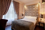 A room at Hotel Ares Eiffel.