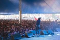 The GW McLennan tent overflowed for Amy Shark's performance at Splendour in the Grass.