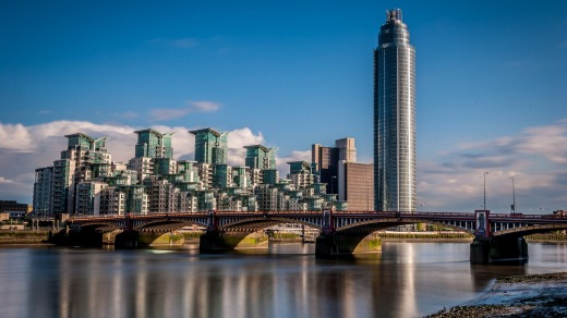 Vauxhall Bridge on the foreground.On the background is St George Wharf.