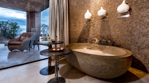 The bathroom in an Earth Lodge luxury suite.