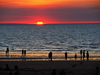 Mindil Beach Sunset: People stand and watch  in awe as the golden sun sinks into the Ocean ! One of the  highlights of ...